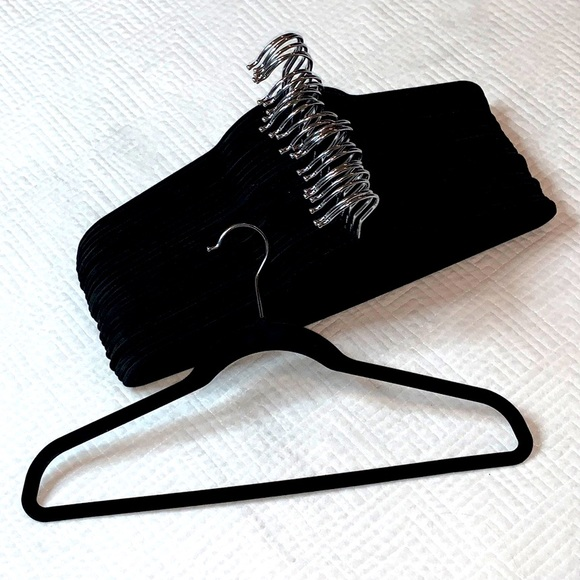 🦋 Non-Slip VELVET Hangers - Set of 25 - Brand New